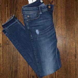 NWOT Zara Sz 4 jeans with slight distruction